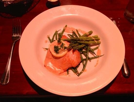 Blackstone: Atlantic Salmon with Asparagus and Green Beans