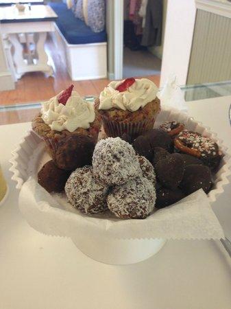 Upton, MA: organic strawberry cupcakes & V Organic Truffles