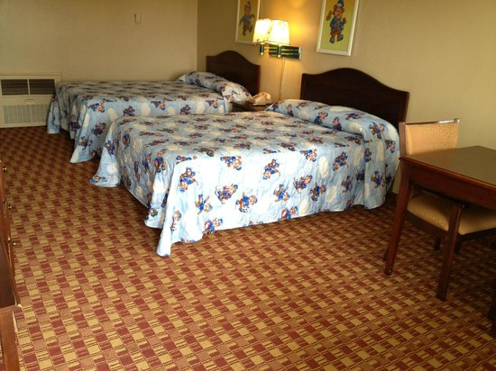 Economy Inn: Two queen bed