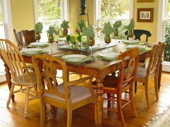 Blue Spring Manor at Vincent: Dining
