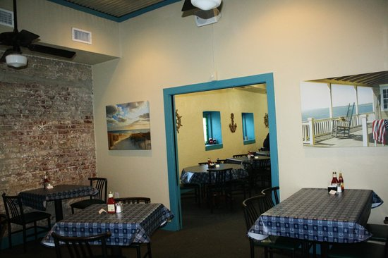 Sandbar Seafood and Restaurant: Dining room