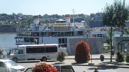 Cotes a Cotes Resto-Grill: Best View of the St Lawrence River