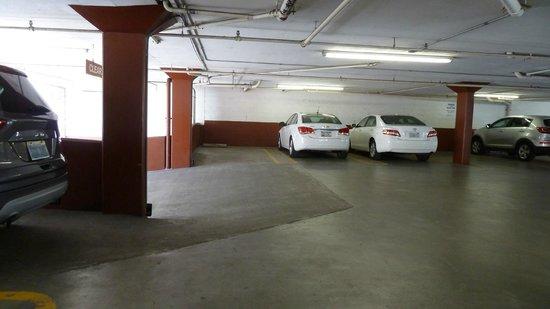 Columbus Motor Inn: upper parking lot