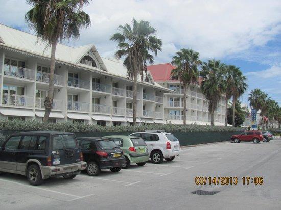 Le Beach Hotel: le beach plaza vue de la rue