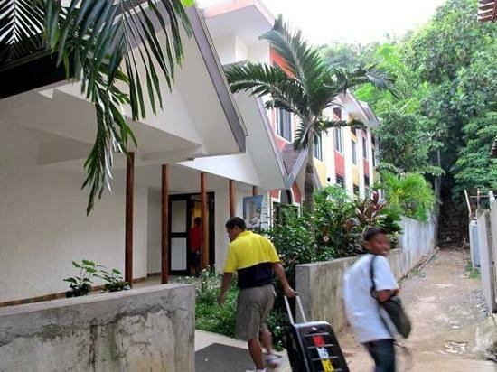 Microtel Inn & Suites by Wyndham Boracay: Very helpful escort