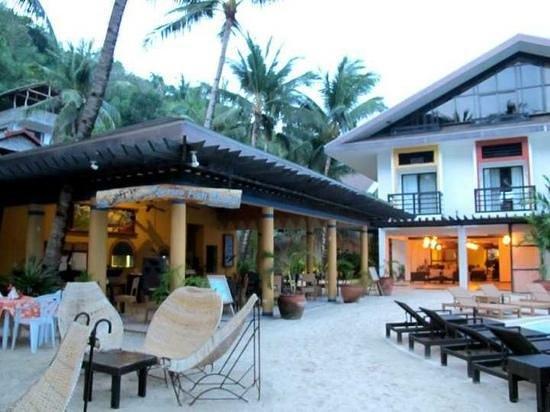 Microtel Inn & Suites by Wyndham Boracay: outdoor restaurant