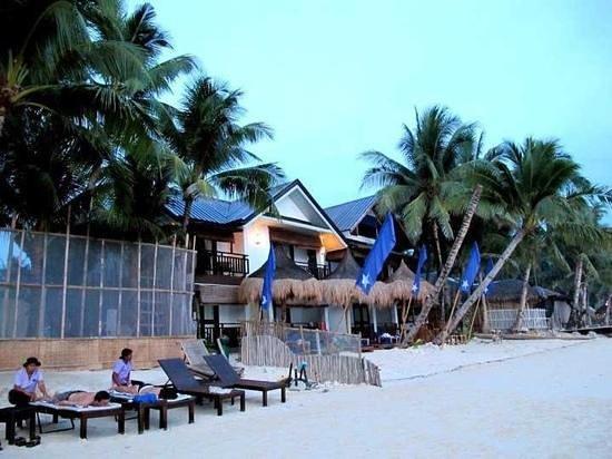 Microtel by Wyndham Boracay: next to Diniwid White Beach