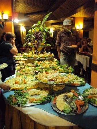 Sunset Hotel San Carlos Bariloche: Mesa de entrada xa cena