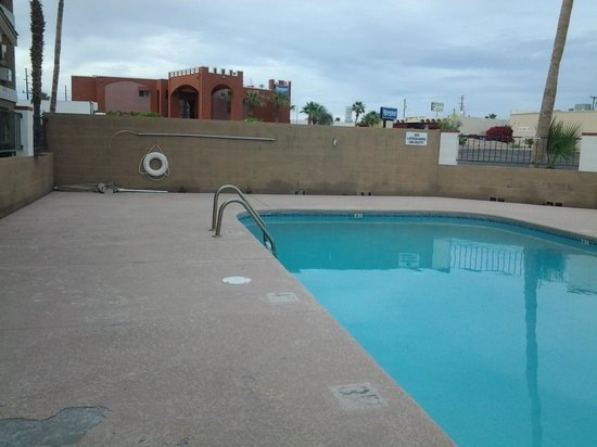 Super 8 Lake Havasu City: Patio Furniture?