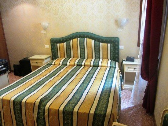 Residenza La Campana: Room
