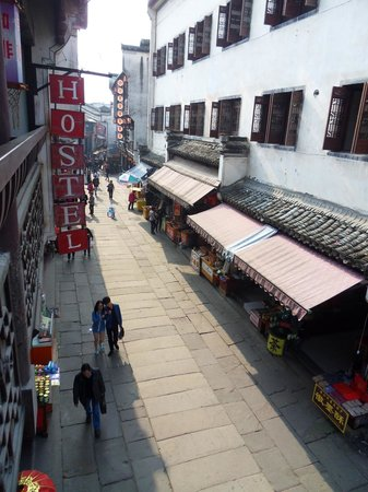 Old Street Youth Hostel: View of Old Street from the bar balcony