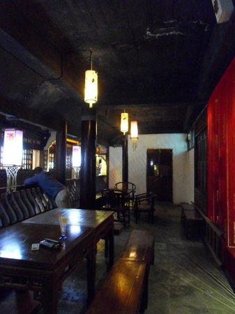 Old Street Youth Hostel: Inside the bar / restaurant