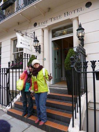 ライムツリーホテル ロンドン, ホテルの前にて