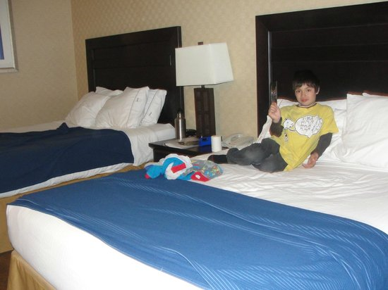 Holiday Inn Express Hotel & Suites Riverport: inside our room two queen beds.