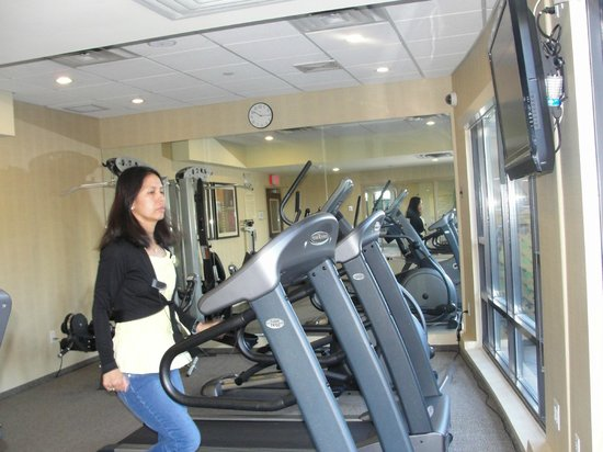 Holiday Inn Express Hotel & Suites Riverport: fitness area.