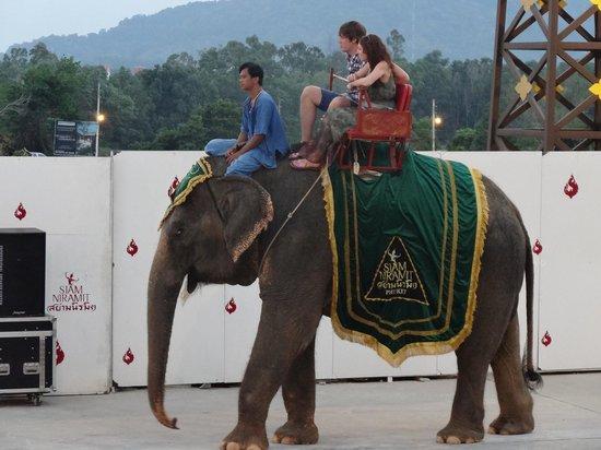 Siam Niramit Phuket: Elephant