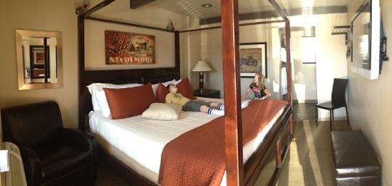 Rodeway Inn & Suites Downtowner-Rte 66: room