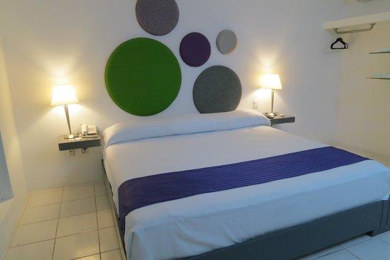 Hotel Villanueva: King bed room