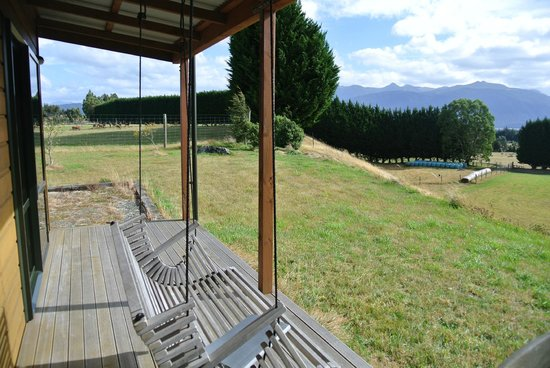 Glacial Rock B & B: Cottage patio view of pasture