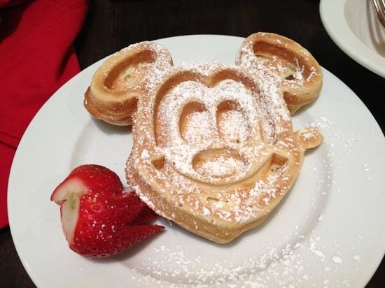 Holiday Inn Orlando – Disney Springs Area: Mickey waffles