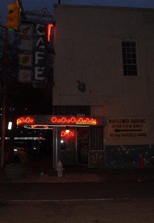 Mayflower Cafe: outside