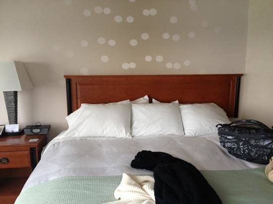 Radisson Hotel & Suites Fallsview: bed