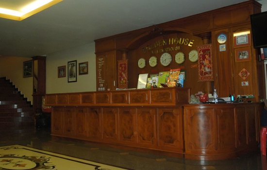 Golden House International: Reception Desk at Golden House