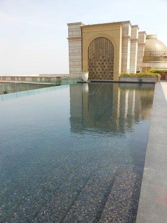 เดอะลีลา พาเลซ นิวเดลี: Infinite Pool At The Leela Palace New Delhi