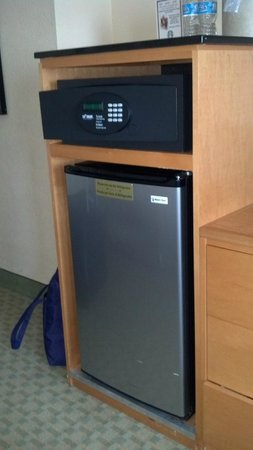The Florida Hotel & Conference Center, BW Premier Collection: Safe and Refrigerator