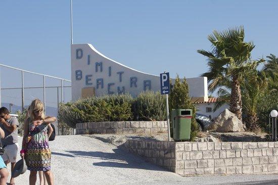 Dimitra Beach Hotel: Hotel widok z ulicy