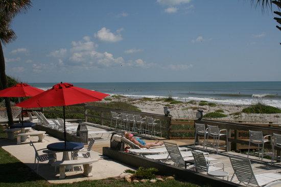 Surf Studio Beach Resort: 125 ft sundeck