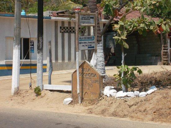 Villa Escondida: Al llegar en este anuncio hay que dar vuelta