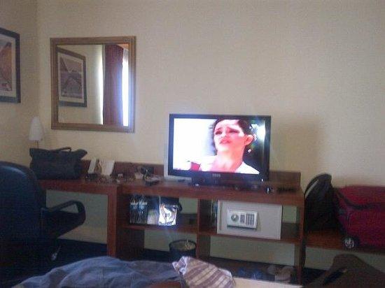 Hampton Inn by Hilton San Juan Del Rio: la tv es plana samsung. caja fuerte digital.