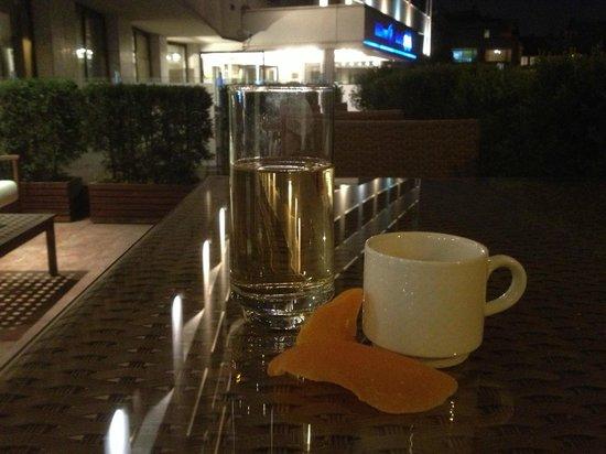 Hilton ParkSA Istanbul: На веранде удобно выпить чашечку кофе