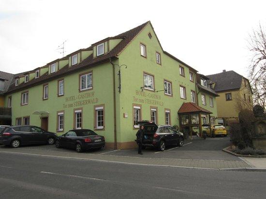 Hotel-Gasthof Tor zum Steigerwald: View from the street