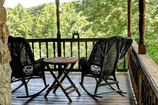 Aska Lodge B&B: View from Hummingbird porch