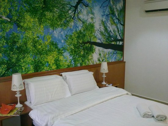 Landcons Hotel: Bedding and furniture was new