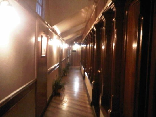 Central Heritage Resort and Spa, Darjeeling: The corridor