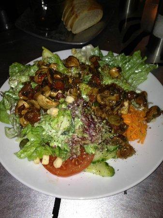 Restaurant sichtwerk: Kleiner Salat mit Chamignons und Balsamico