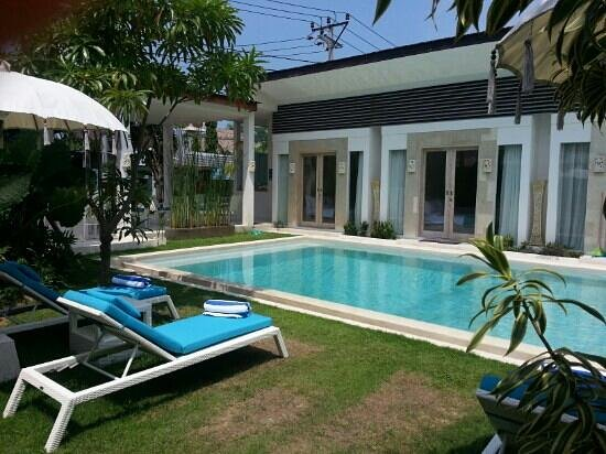 La Cabana Hotel and Villas : The pool