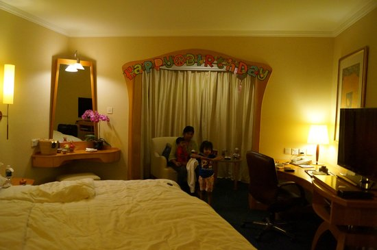 Shangri-La Hotel, Singapore: Room Deco for B'day