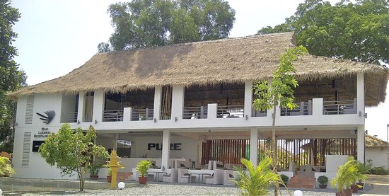 PURE Bar Lounge & Restaurant: plaza