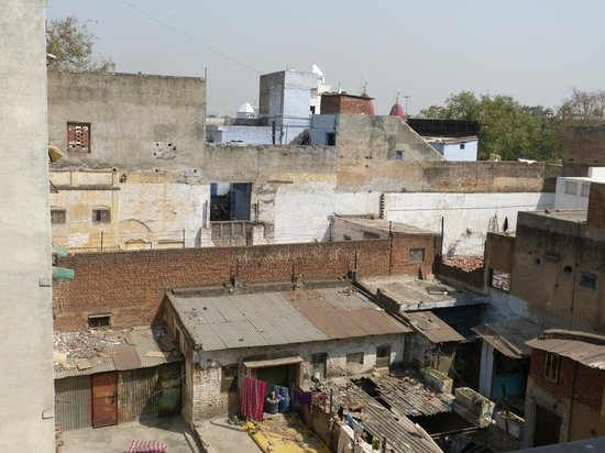 Hotel Tara Palace Chandni Chowk: View our room on the 3rd floor - that's Old Delhi