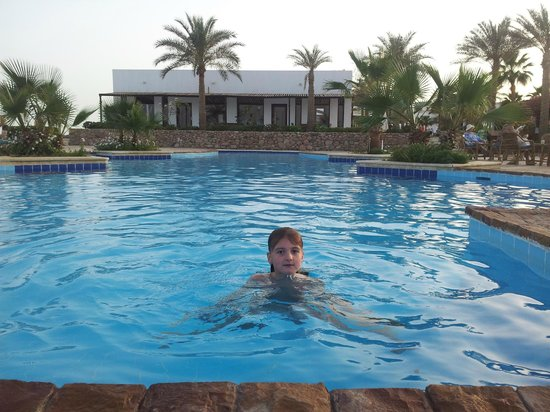 Club Reef Resort: маленький бассейн возле большого бара