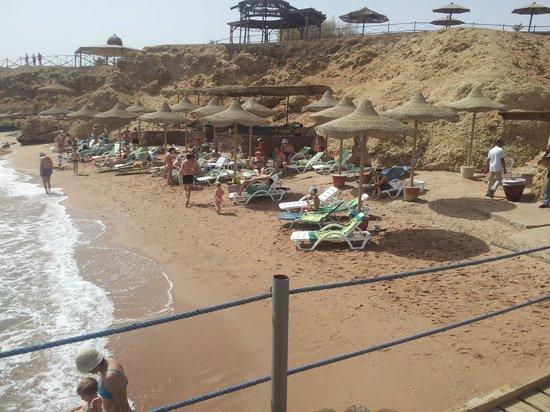 Club Reef Resort: пляж