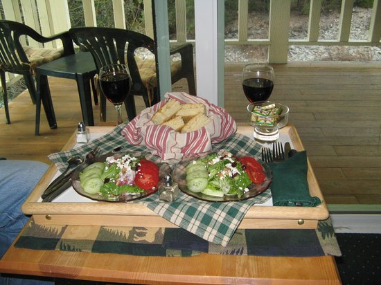 Shangri-La Sierra : Dinner Salad & Homemade Bread