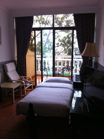 Pousada de Coloane Beach Hotel & Restaurant: Our room with extra bed