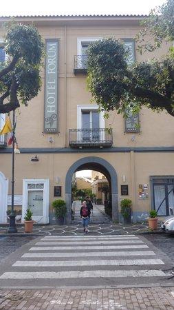Hotel Forum Pompei: Indgang til hotellet fra Via Roma