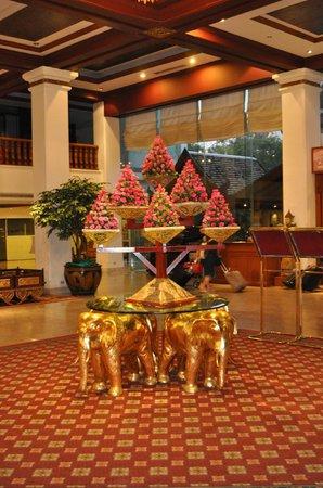 Empress Hotel: De gezellige inkomshal.