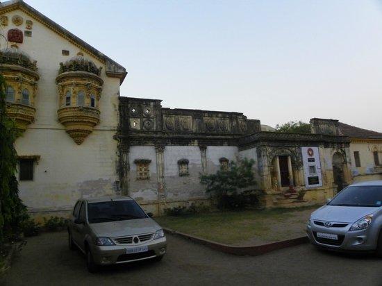 Devpur Homestay Kutch: Jharokha... and main bldg